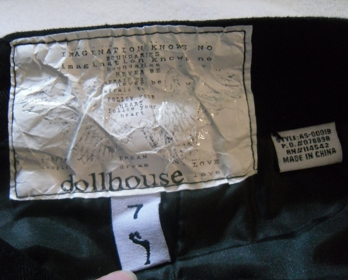 Black_zipper_skirt_labels