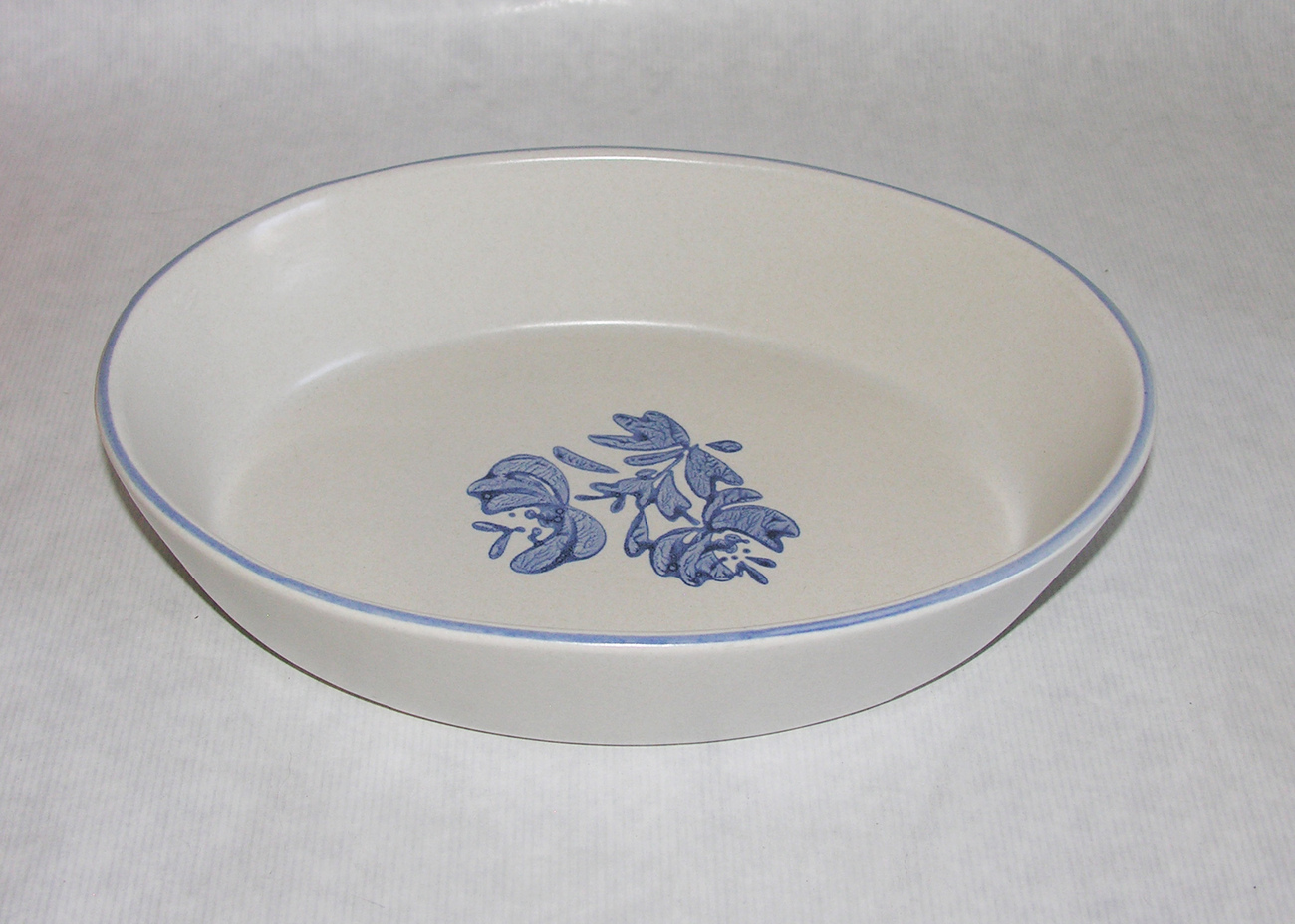Yorktowne_serving_bowl_1