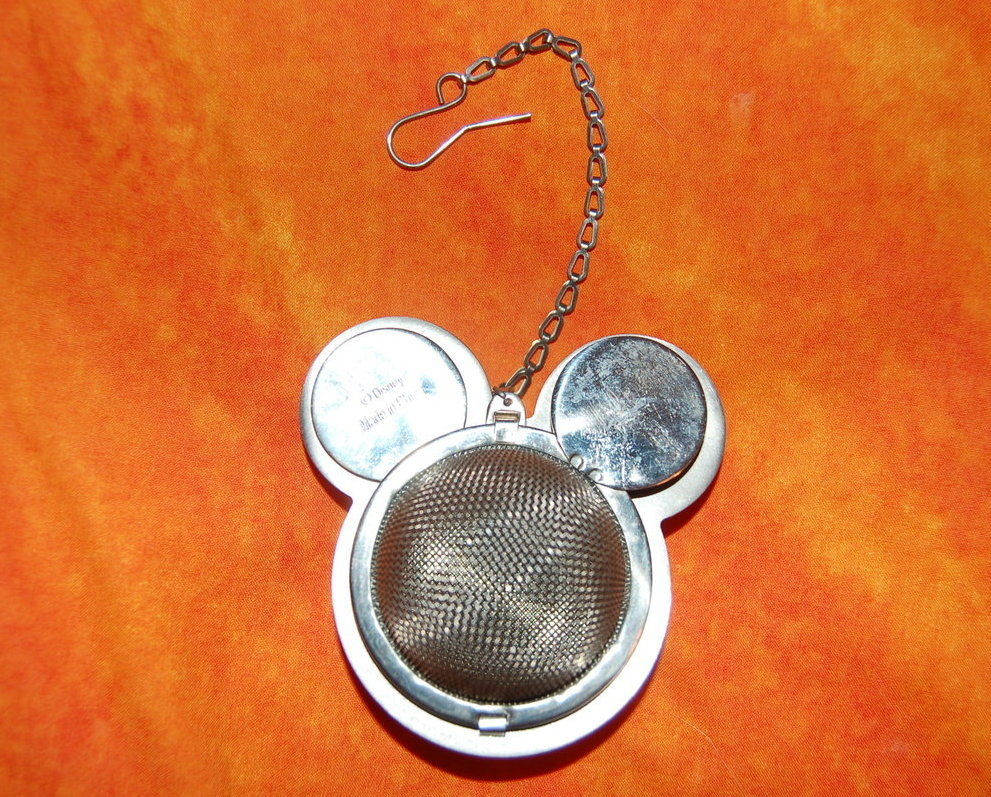 Mickey_mouse_tea_strainer