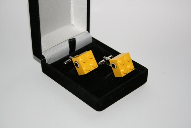 CUFFLINKS Lego Bricks Yellow Eyes Retro Gift in Presentation Case