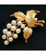 Vintage Crown TRIFARI Faux Pearl Floral Spray B... - $44.95