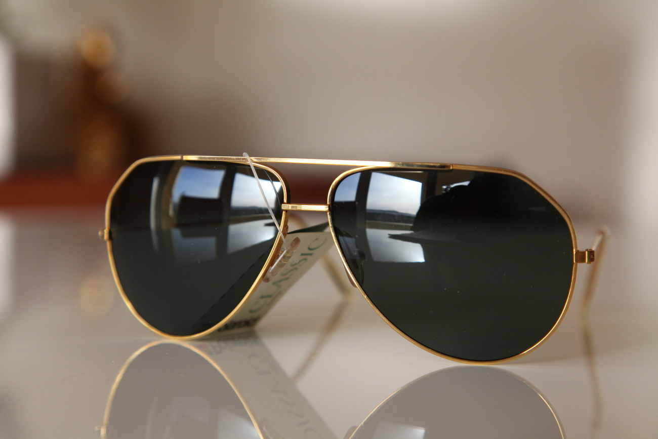 Polaroid Vintage Aviator Sunglasses Gold Frame / Dark Green Polarizing lenses