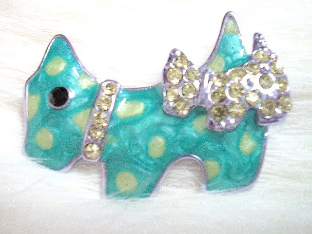 P02 GREEN PUPPY SILVERLY RHINESTONE BROOCH 4X2.5CM