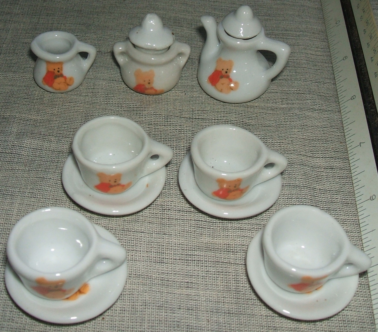 Winnie_the_pooh_miniature_tea_party_pretend_play_set__3_