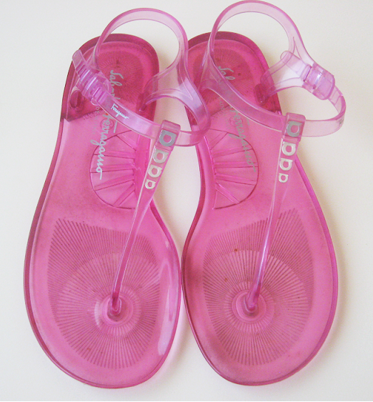 Pink_designer_sandals_salvatore_ferragamo_shoes