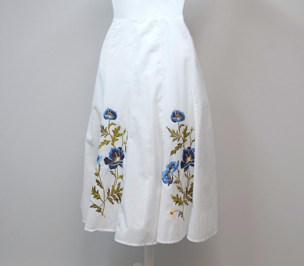 White_embroidered_skirt_size_4_s.l.b.