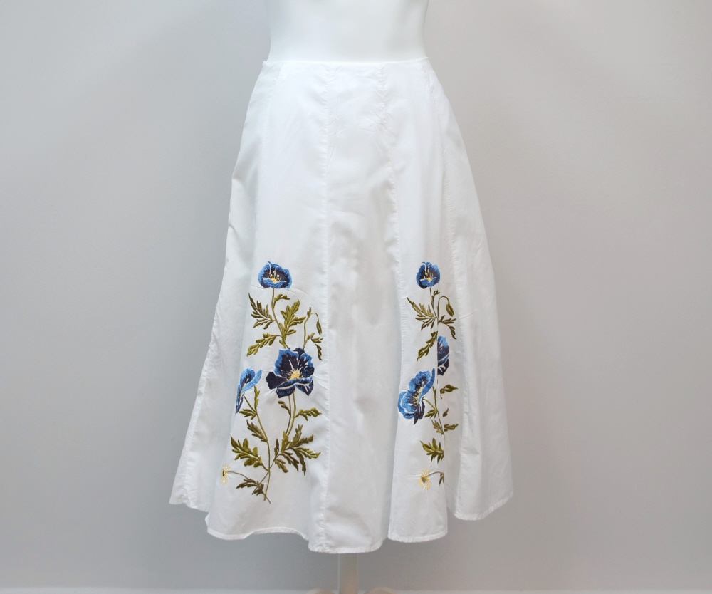 Skirt_white_blue_embroidered_flowers_size_4