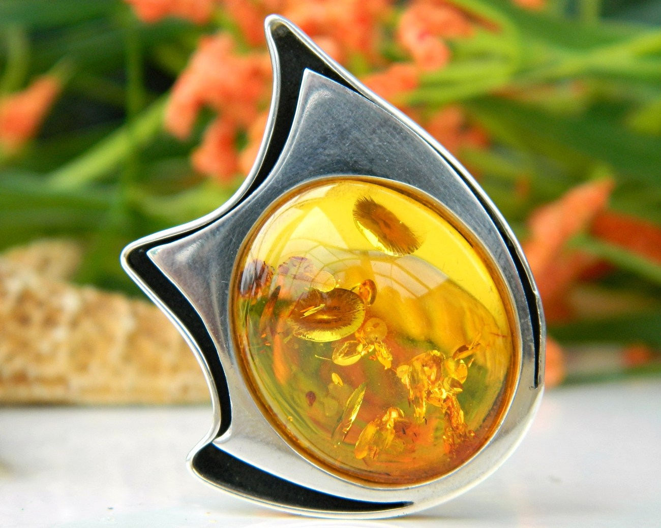 Polish_amber_sterling_silver_brooch_pin_modernist_hallmarked