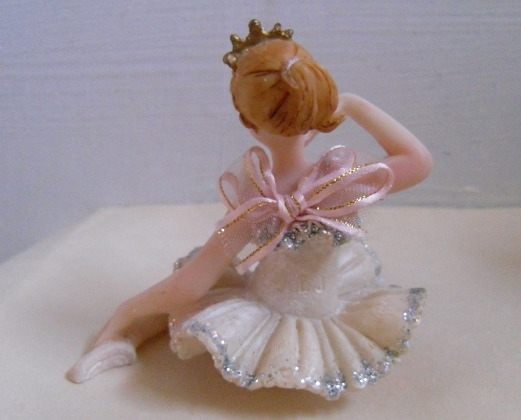 Ballet_doll_figurine_back