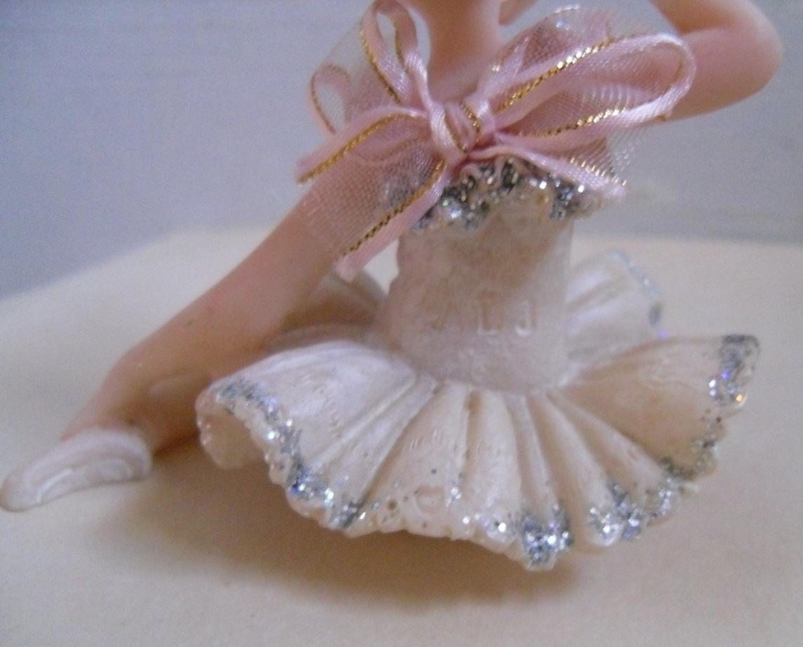 Ballet_doll_figurine_back_mark