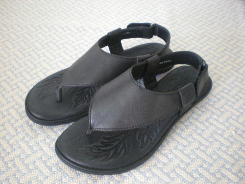 Born Sandals Bora Black Thong Size 6.5 37 Full Grain Leather Upper Cushion Sole