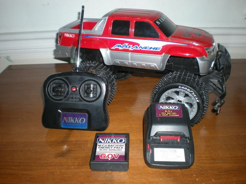 NIKKO RC Truck Chevy Avalanche w Remote Wall Charger Battery WORKS