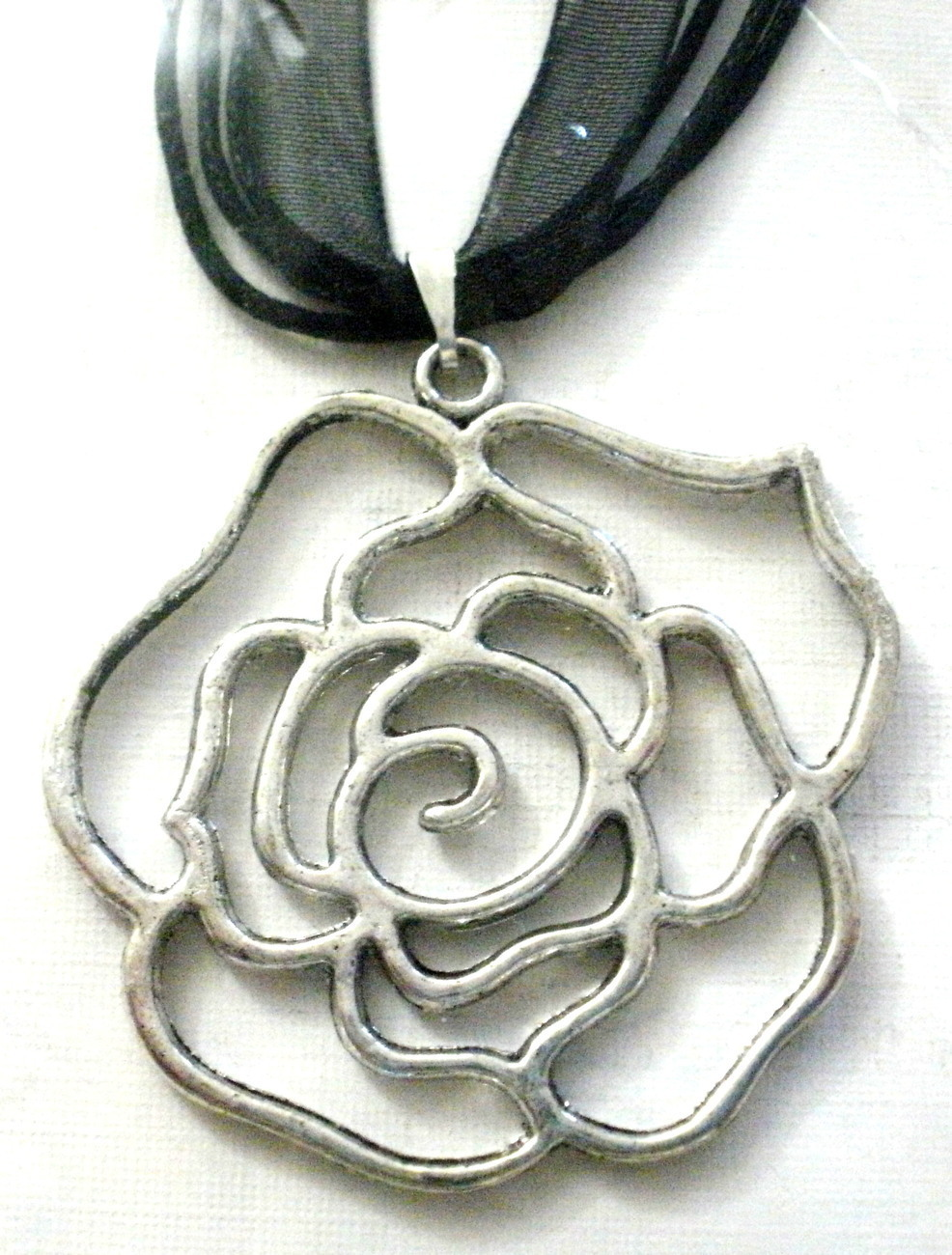 NEW FLOWER PENDANT NECKLACE SILVER TONE