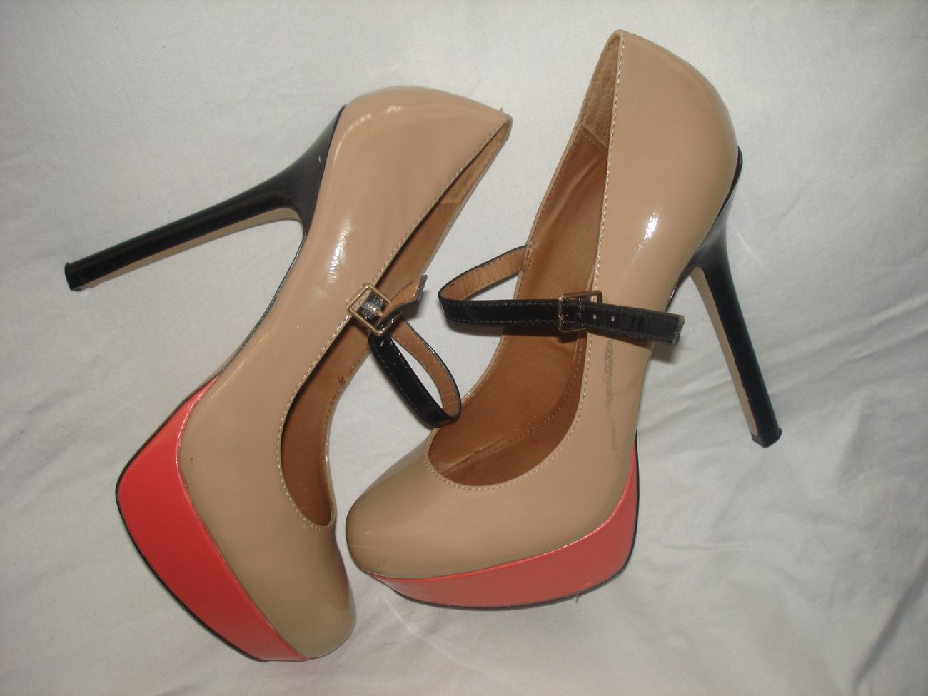 Steve Madden Bella  tri-color patent leather size 8.5 color beige,coral,black  $