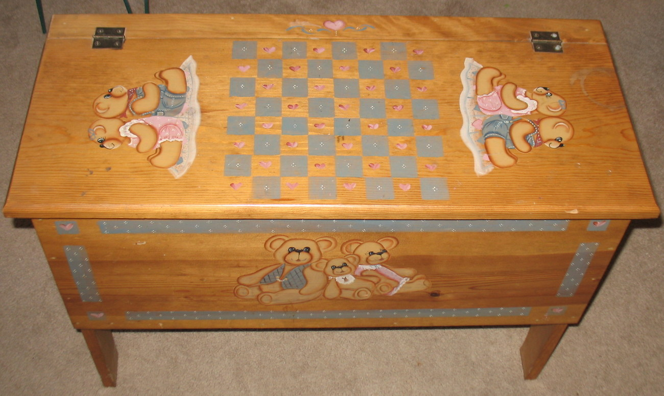 Wood Bear Toy/Blanket Chest PICK UP ONLY
