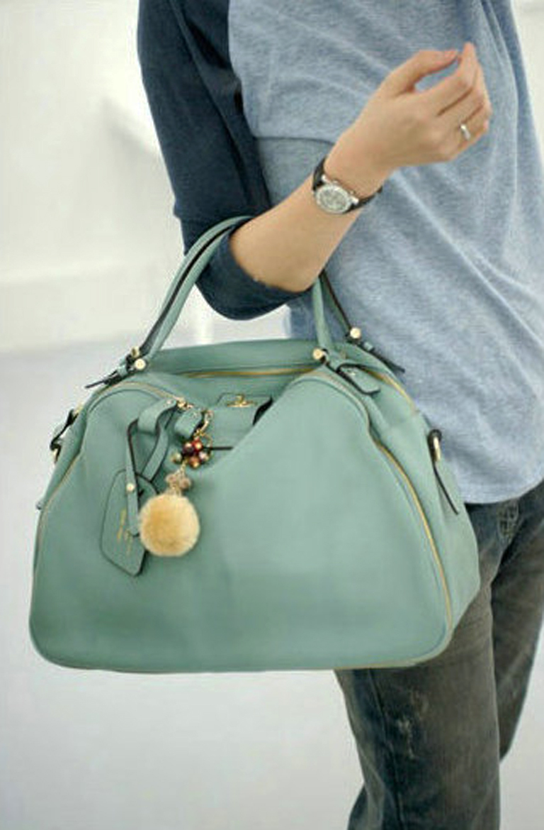 Leather_bag_korean_tote_blue_model