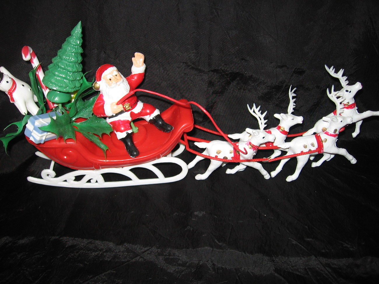 Vintage plastic santa sleigh reindeer christmas decor for Yard decorations for sale