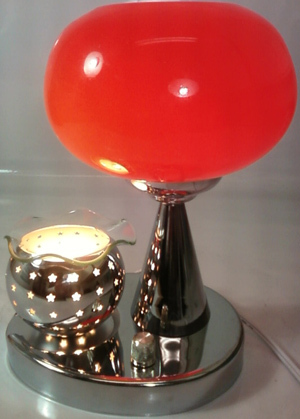 Red/White Electric Oil or Tart Warmer and Lamp