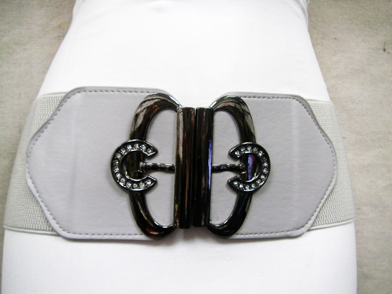 "HORSESHOES IN CHROME  AND STONE BUCKLE ON A GRAY LADIES ELASTIC BELT 30""-39"""
