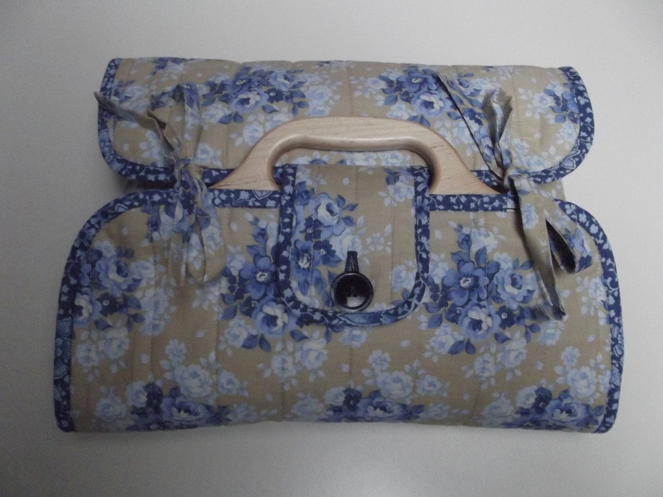 Blue_flower_casserole_carrier_top_view