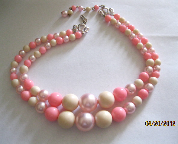 50s_double_strand_pink_bead_necklace_002