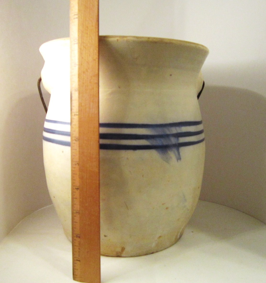 Antique_crock_blue_stripes_bail_05