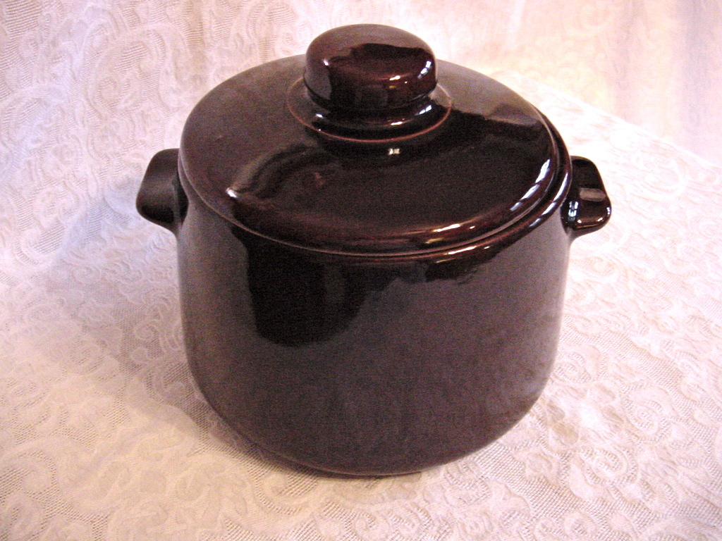 Vintage brown bean pot yellow ware lid USA VG++++