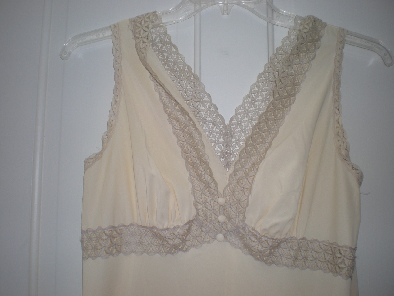 Vtg Vanity Fair Sz 34 Hollywood Night Gown Full Length LONG Sweep Beige w Lace