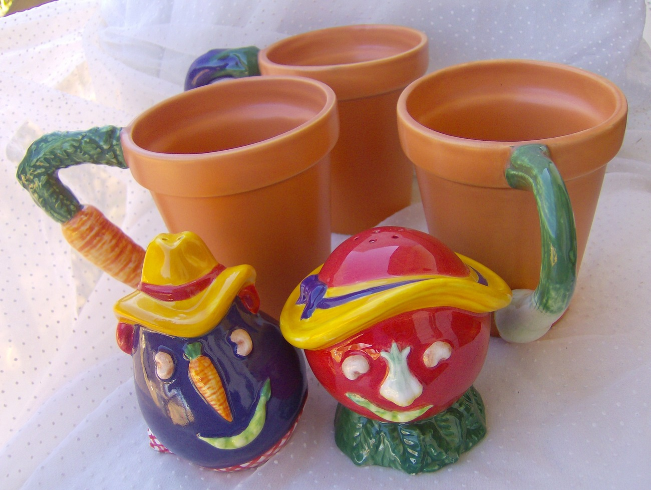 Dept 56 Garden Lot Vegetables Salt Pepper Shakers 3 Mugs Carrot Eggplant Tomato