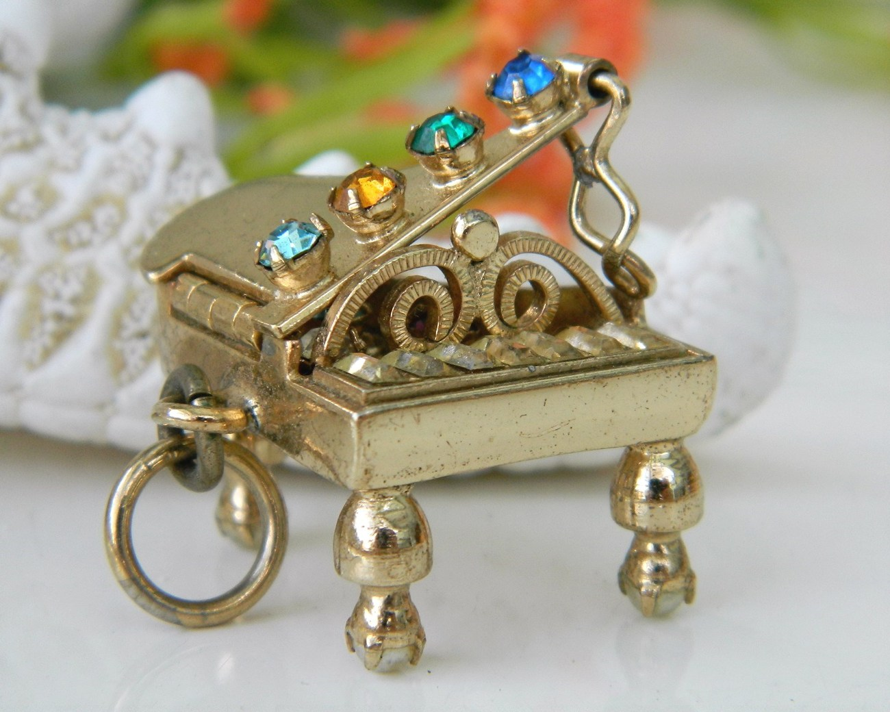 Vintage_grand_piano_charm_pendant_mechanical_rhinestones_3d