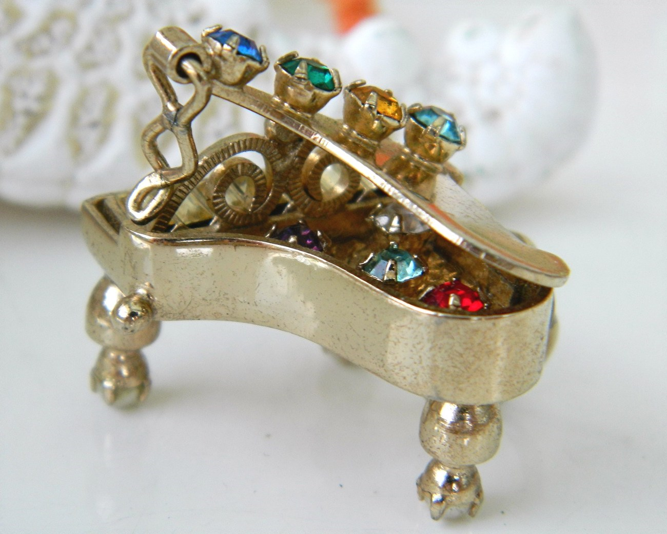 Vintage_grand_piano_pendant_charm_mechanical_rhinestones_3d