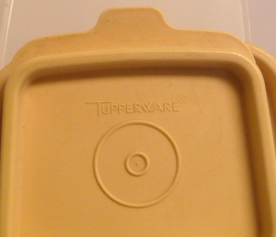 Tupperware_cereal_container_tan_top_3