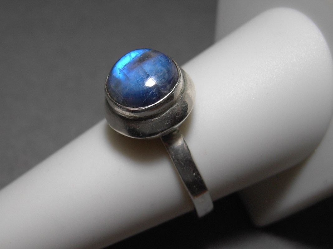 Sterling Silver Rainbow Moonstone Ring Size 9 Vintage 4.8 grams