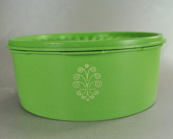 Tupperware Lime Green 8 Inch Round Servalier Canister 8 Cup Stackable