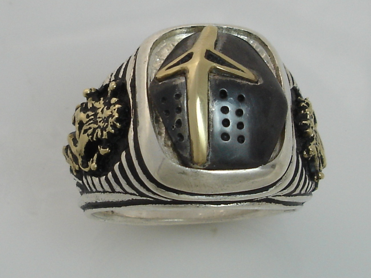 Ivanhoe Black Knight 10 Karat Gold Lions Sterling Silver 925 signet ring