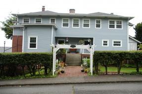 A Harbor View Inn
