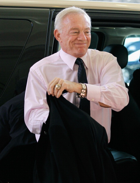 CHANTILLY, VA - MARCH 02:  Jerry Jones, owner of the NFL football team Dallas Cowboys, exits a car before attending a meeting of NFL owners at a hotel on March 2, 2011 in Chantilly, Virginia. (Photo by Rob Carr/Getty Images)
