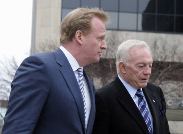 MINNEAPOLIS, MN - APRIL 19: NFL Commissioner Roger Goodell (L) and NFL owner Jerry Jones of the Dallas Cowboys arrive for court-ordered mediation at the U.S. Courthouse on April 19, 2011 in Minneapolis, Minnesota. Mediation was ordered after a hearing on an antitrust lawsuit filed by NFL players against the NFL owners after labor talks between the two broke down last month. (Photo by Hannah Foslien /Getty Images)
