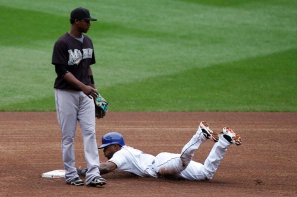 NEW YORK - SEPTEMBER 27:  Jose Reyes #7 of the New York Mets steals second base without a throw to Hanley Ramirez #2 of the Florida Marlins in the first inning on September 27, 2008 at Shea Stadium in the Flushing neighborhood of the Queens borough of New York City.  (Photo by Jim McIsaac/Getty Images)