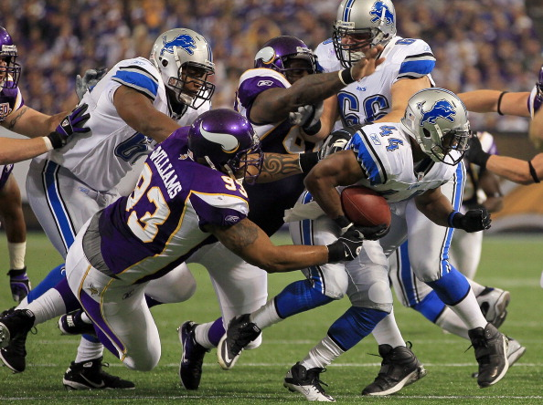 MINNEAPOLIS - SEPTEMBER 26:  Running back Jahvid Best #44 of the Detroit Lions is pursued by Kevin Williams #93 of the Minnesota Vikings during the first half at Mall of America Field on September 26, 2010 in Minneapolis, Minnesota. The Vikings defeated the Lions 24-10.  (Photo by Jeff Gross/Getty Images)