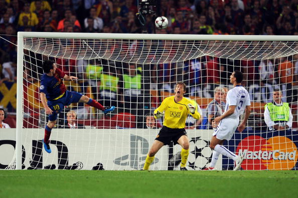 ROME - MAY 27:  Lionel Messi of Barcelona scores the second goal for Barcelona during the UEFA Champions League Final match between Barcelona and Manchester United at the Stadio Olimpico on May 27, 2009 in Rome, Italy.  (Photo by Shaun Botterill/Getty Images)