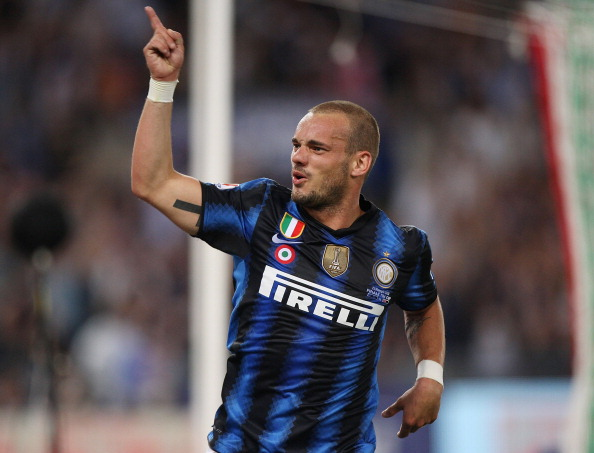 ROME, ITALY - MAY 29:  Wesley Sneijder of FC Internazionale Milano celebrates after the goal scored by Samuel Eto'o during the Tim Cup final between FC Internazionale Milano and US Citta di Palermo at Olimpico Stadium on May 29, 2011 in Rome, Italy.  (Photo by Paolo Bruno/Getty Images)