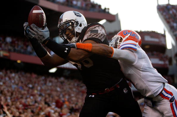 COLUMBIA, SC - NOVEMBER 14:  The Florida Gators try to stop a touchdown catch by Weslye Saunders #88 of the South Carolina Gamecocks during their game at Williams-Brice Stadium on November 14, 2009 in Columbia, South Carolina.  (Photo by Streeter Lecka/Getty Images)