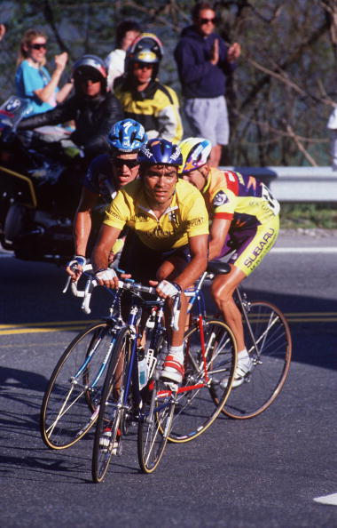MAY 1993:  RAUL ALCALA OF MEXICO LEADS LANCE ARMSTRONG OF THE USA (BLUE HELMET) AND ATLE KVALSVOLL OF NORWAY AROUND A BEND ON BEECH MOUNTAIN DURING THE 1993 TOUR DUPONT. Mandatory Credit: Gary Newkirk/ALLSPORT