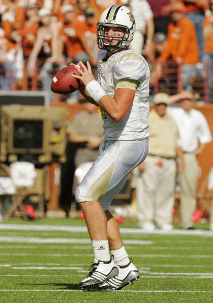AUSTIN, TX - NOVEMBER 07:  Quarterback Rob Calabrese #4 of the UCF Kights looks to throw against the Texas Longhorns on November 7, 2009 at Darrell K Royal - Texas Memorial Stadium in Austin, Texas.  Texas won 35-3.  (Photo by Brian Bahr/Getty Images)