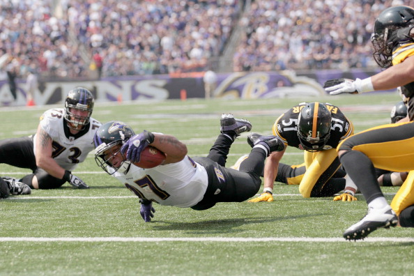 BALTIMORE, MD - SEPTEMBER 11:  Running back Ray Rice #27 of the Baltimore Ravens dives for the endzone against the Pittsburgh Steelers during the season opener at M&T Bank Stadium on September 11, 2011 in Baltimore, Maryland.  (Photo by Rob Carr/Getty Images)