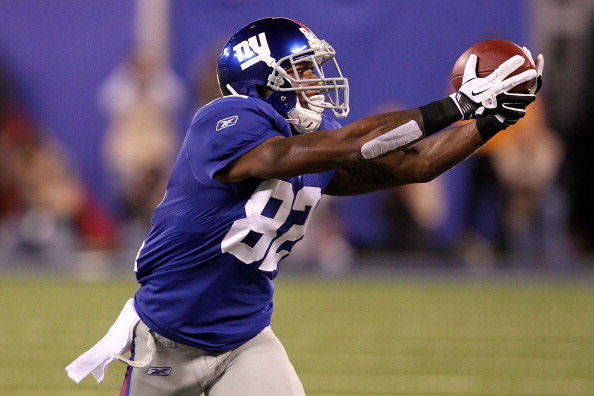 EAST RUTHERFORD, NJ - SEPTEMBER 19:  Mario Manningham #82 of the New York Giants makes a reception against the St. Louis Rams at MetLife Stadium on September 19, 2011 in East Rutherford, New Jersey.  (Photo by Al Bello/Getty Images)