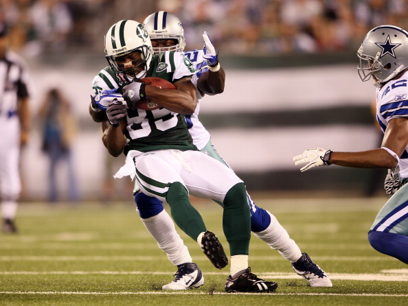 EAST RUTHERFORD, NJ - SEPTEMBER 11:  Derrick Mason #85 of the New York Jets makes a recpetion against the Dallas Cowboys during their NFL Season Opening Game at MetLife Stadium on September 11, 2011 in East Rutherford, New Jersey.  (Photo by Elsa/Getty Images)