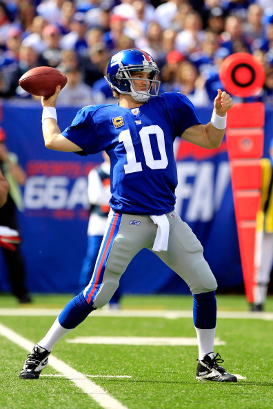 EAST RUTHERFORD, NJ - OCTOBER 16:  Eli Manning #10 of the New York Giants throws the ball against the Buffalo Bills during the first half at MetLife Stadium on October 16, 2011 in East Rutherford, New Jersey.  (Photo by Chris Trotman/Getty Images)