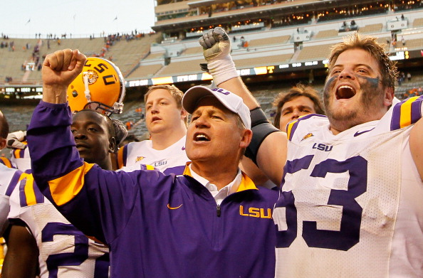 KNOXVILLE, TN - OCTOBER 15:  Head coach Les Miles of the LSU Tigers celebrates their 38-7 win over Tennessee Volunteers with his team at Neyland Stadium on October 15, 2011 in Knoxville, Tennessee.  (Photo by Kevin C. Cox/Getty Images)